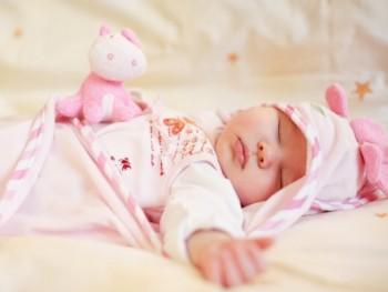 Chăm sóc trẻ sơ sinh giai đoạn 4 tháng tuổi